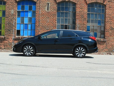 Honda civic tourer 1 6 i dtec lifestyle black edition testbericht 031