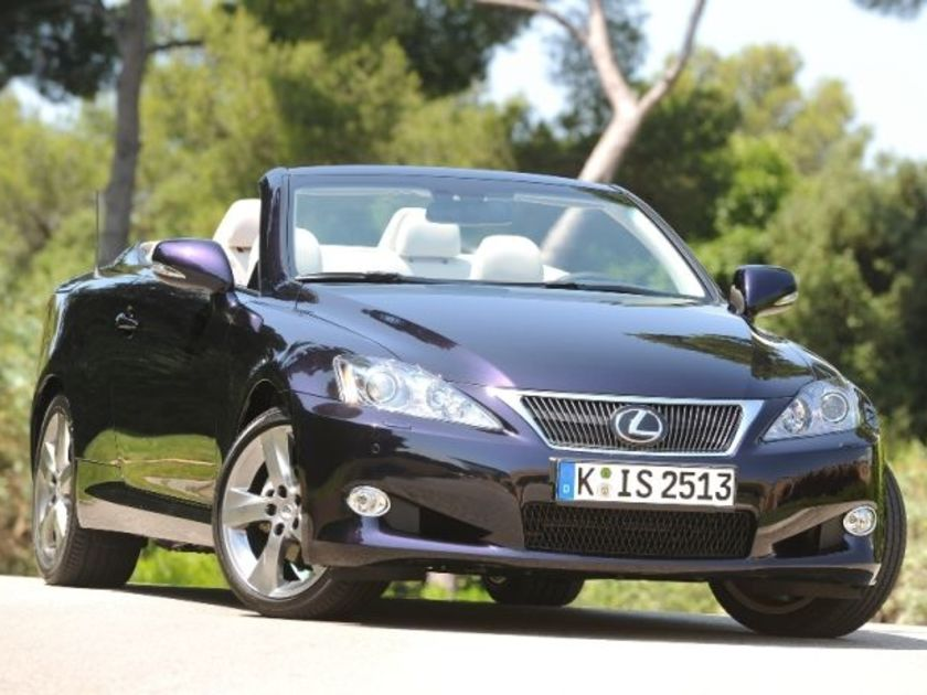 Lexus is 250 c test vorne
