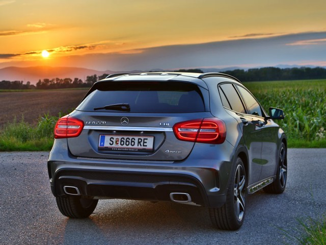 mercedes gla 220 cdi 4matic testbericht auto. Black Bedroom Furniture Sets. Home Design Ideas