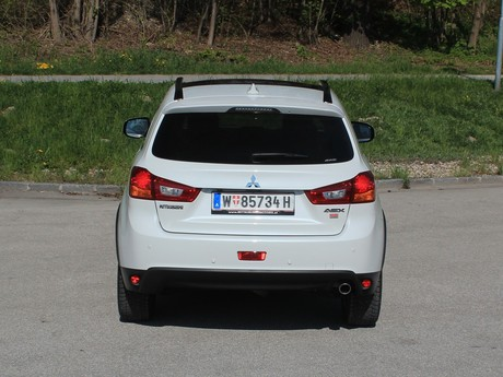 Mitsubishi asx 2 2 di d at 4wd instyle testbericht 008