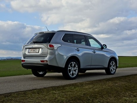 Mitsubishi outlander 2 2 di d 4wd instyle testbericht 002