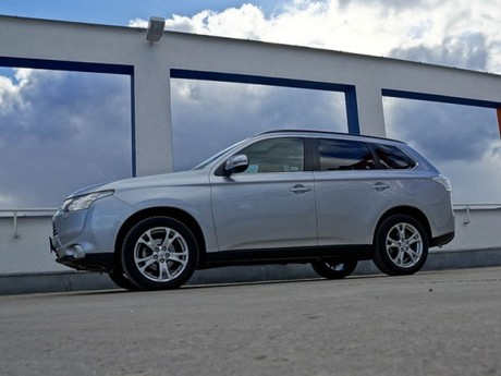 Mitsubishi outlander 2 2 di d 4wd instyle testbericht 011