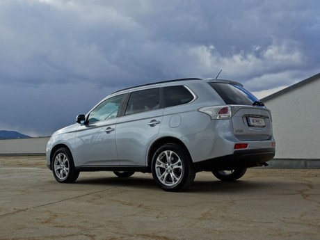Mitsubishi outlander 2 2 di d 4wd instyle testbericht 014