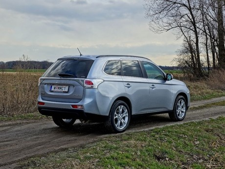 Mitsubishi outlander 2 2 di d 4wd instyle testbericht 016