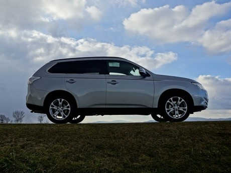 Mitsubishi outlander 2 2 di d 4wd instyle testbericht 022