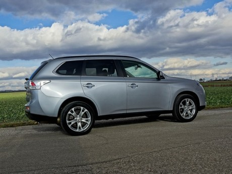 Mitsubishi outlander 2 2 di d 4wd instyle testbericht 031