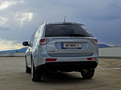 Mitsubishi outlander 2 2 di d 4wd instyle testbericht 035