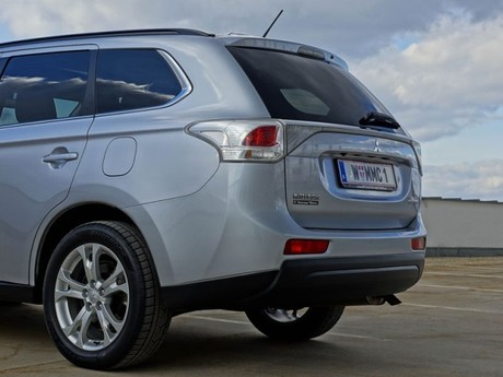 Mitsubishi outlander 2 2 di d 4wd instyle testbericht 037