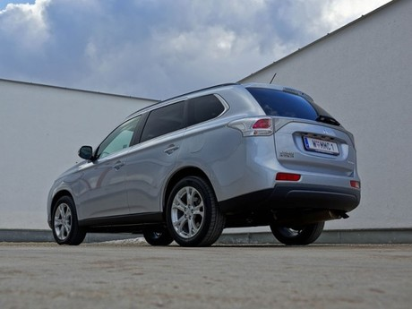 Mitsubishi outlander 2 2 di d 4wd instyle testbericht 039