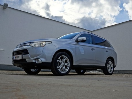 Mitsubishi outlander 2 2 di d 4wd instyle testbericht 040