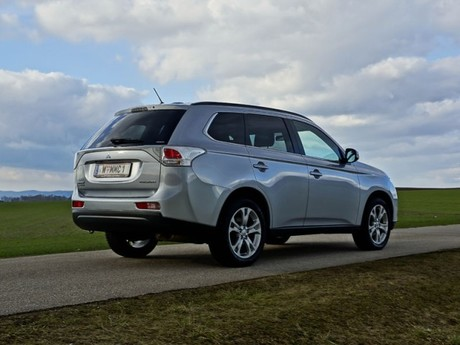 Mitsubishi outlander 2 2 di d 4wd instyle testbericht 042
