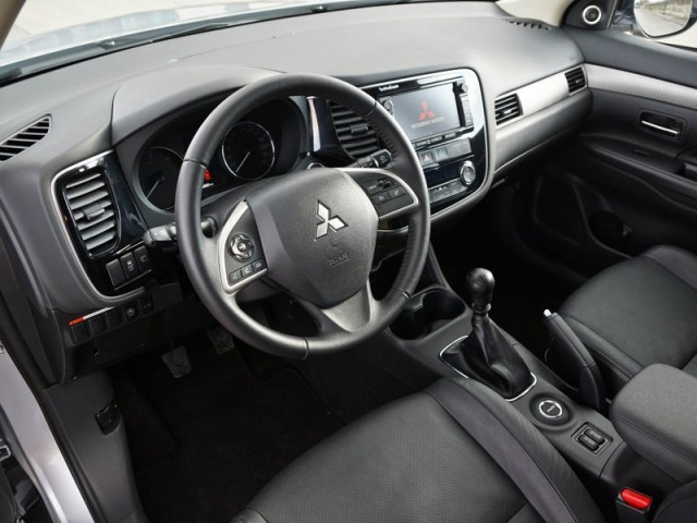 Mitsubishi outlander 2 2 di d 4wd instyle testbericht 043
