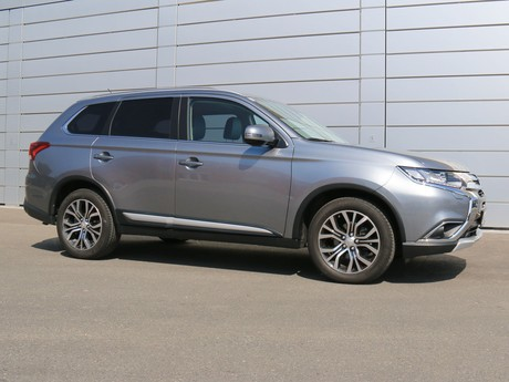 Mitsubishi outlander 2 2 di d 4wd at instyle testbericht 003