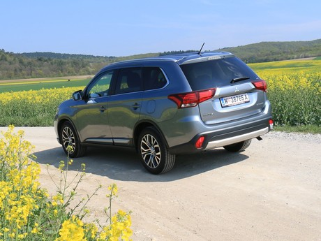 Mitsubishi outlander 2 2 di d 4wd at instyle testbericht 013