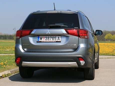 Mitsubishi outlander 2 2 di d 4wd at instyle testbericht 015