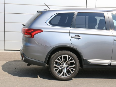 Mitsubishi outlander 2 2 di d 4wd at instyle testbericht 016