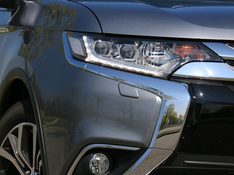 Mitsubishi outlander 2 2 di d 4wd at instyle testbericht 022