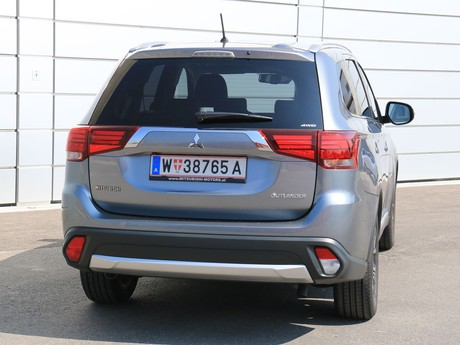 Mitsubishi outlander 2 2 di d 4wd at instyle testbericht 025