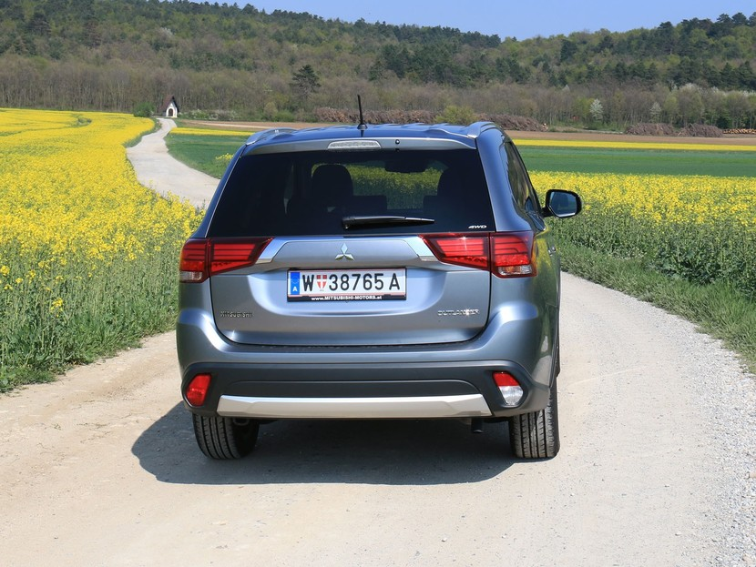 Mitsubishi outlander 2 2 di d 4wd at instyle testbericht 027