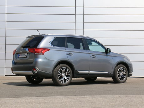 Mitsubishi outlander 2 2 di d 4wd at instyle testbericht 032