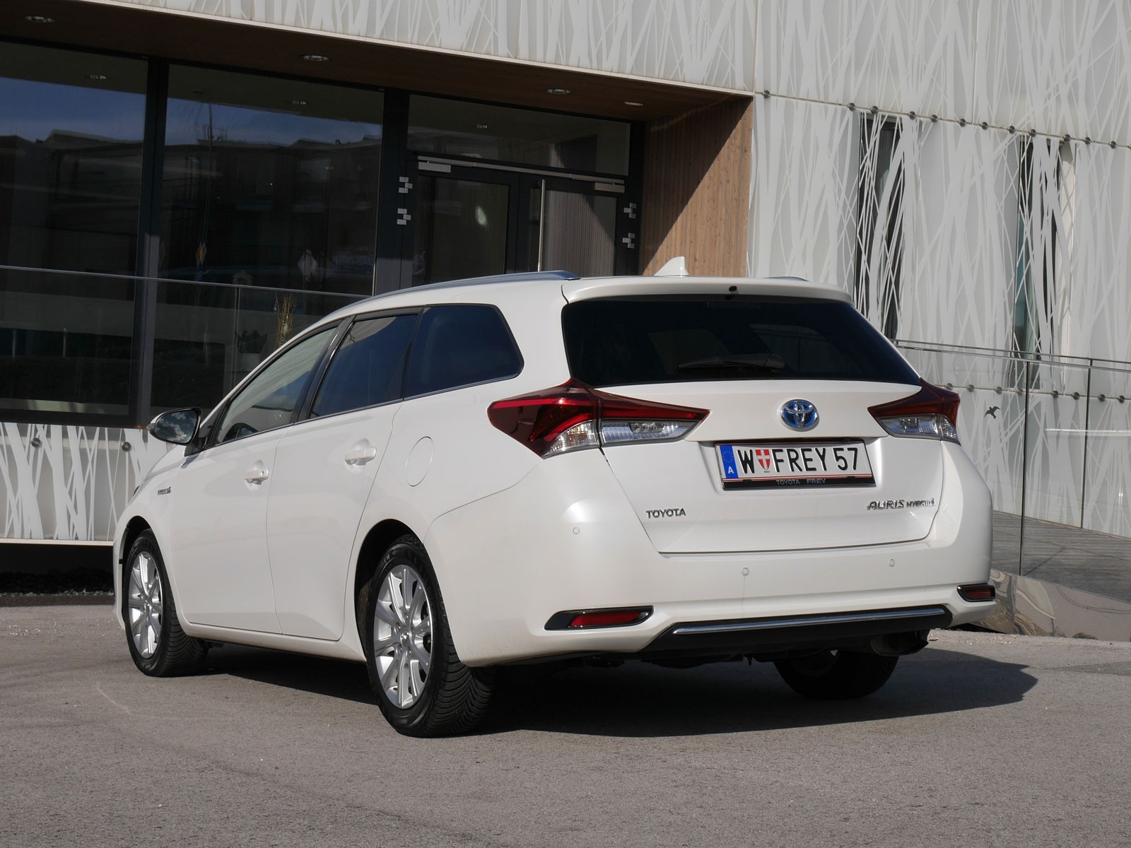 foto toyota auris touring sports 1 8 hybrid lounge. Black Bedroom Furniture Sets. Home Design Ideas