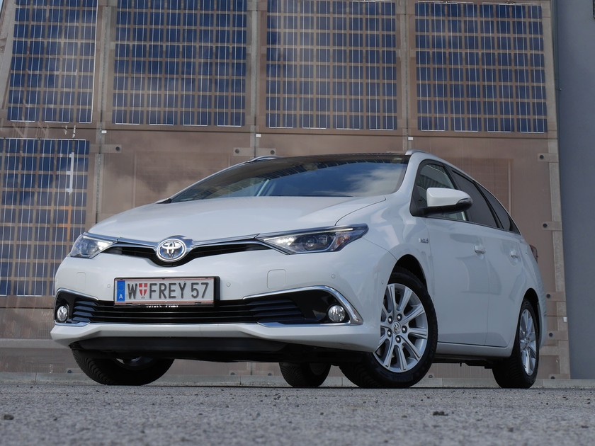toyota auris touring sports hybrid testbericht auto. Black Bedroom Furniture Sets. Home Design Ideas