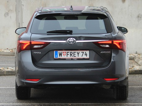 Toyota avensis touring sports 2 0 d 4d active plus testbericht 011