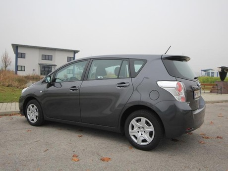 Toyota verso 2 0 d 4d 125 young testbericht 011