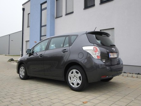 Toyota verso 2 0 d 4d 125 young testbericht 022