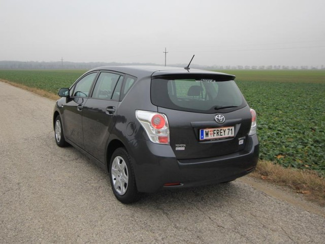 Toyota verso 2 0 d 4d 125 young testbericht 032