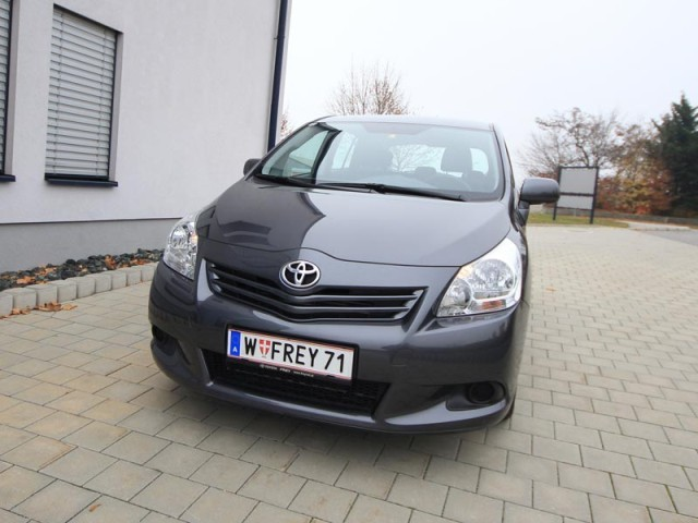 Toyota verso 2 0 d 4d 125 young testbericht 035