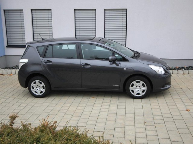 Toyota verso 2 0 d 4d 125 young testbericht 036