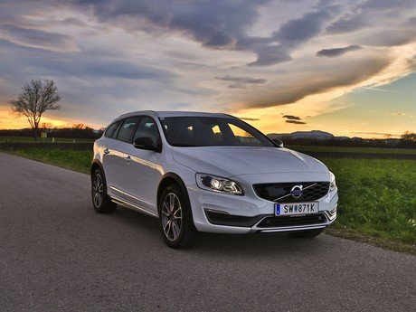 Volvo v60 cross country d4 awd geartronic kinetic testbericht 001