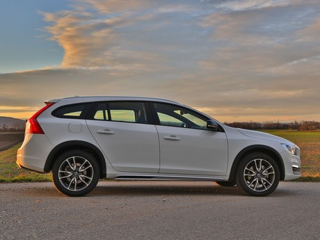 Volvo v60 cross country d4 awd geartronic kinetic testbericht 003