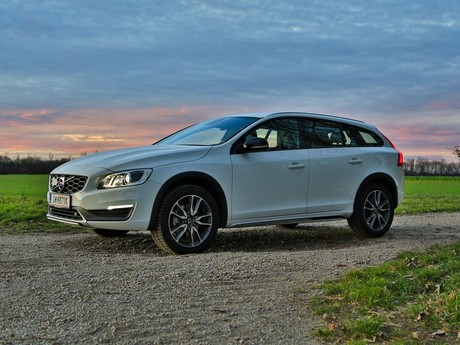 Volvo v60 cross country d4 awd geartronic kinetic testbericht 008