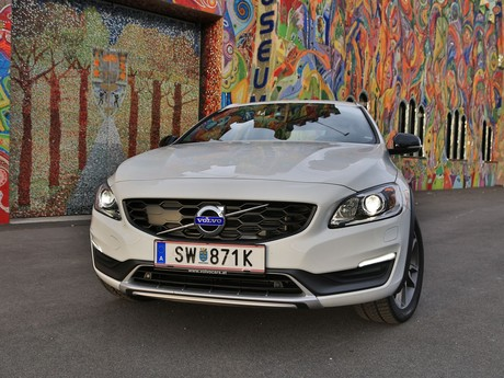 Volvo v60 cross country d4 awd geartronic kinetic testbericht 011