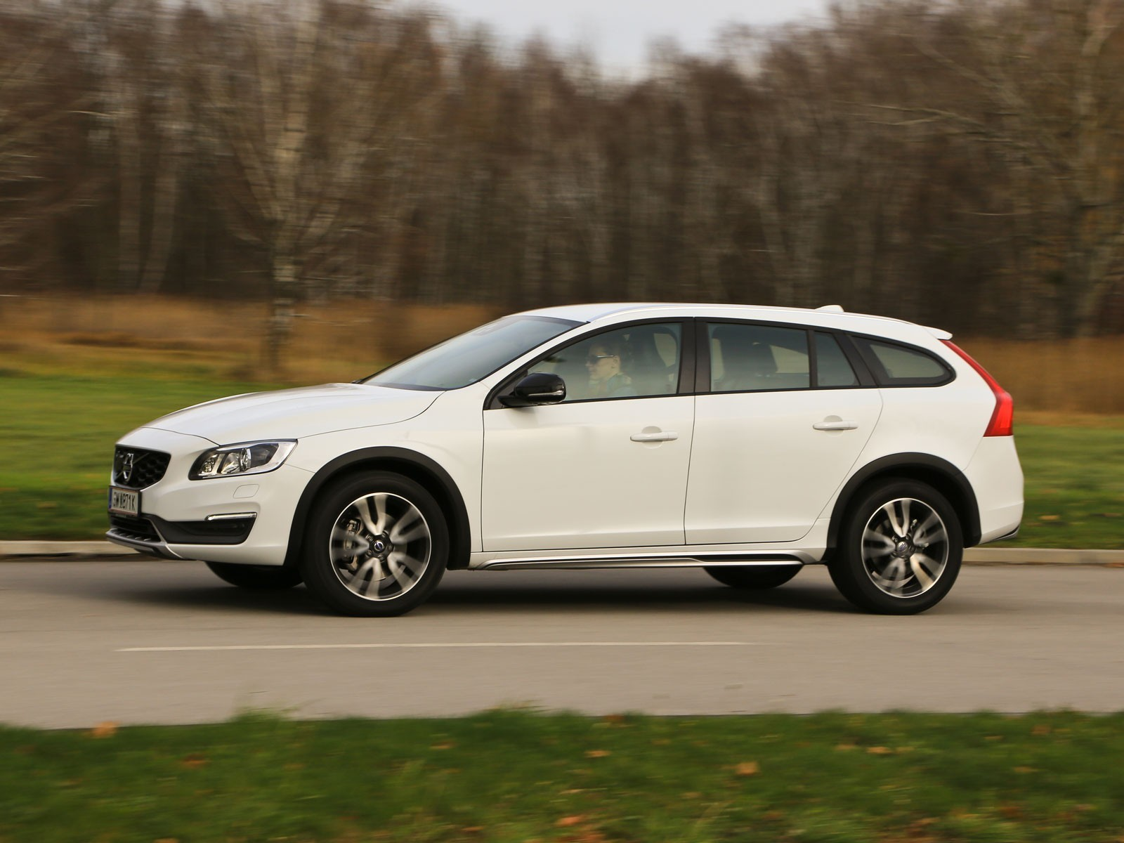 foto volvo v60 cross country d4 awd geartronic kinetic. Black Bedroom Furniture Sets. Home Design Ideas