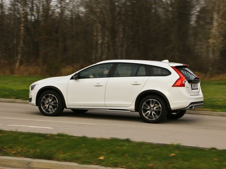 Volvo v60 cross country d4 awd geartronic kinetic testbericht 014