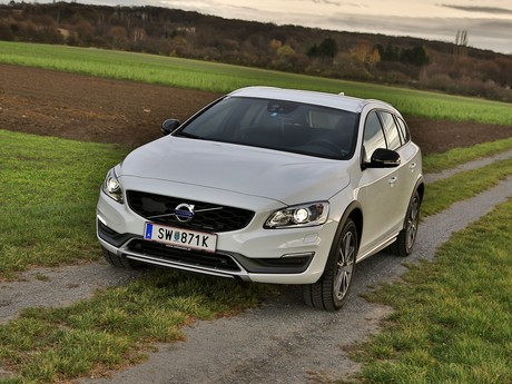 Volvo v60 cross country d4 awd geartronic kinetic testbericht 016