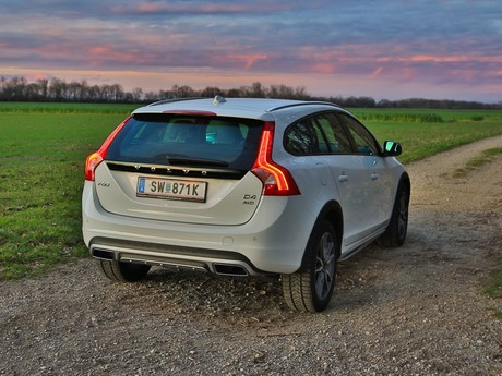Volvo v60 cross country d4 awd geartronic kinetic testbericht 017