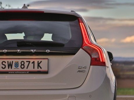 Volvo v60 cross country d4 awd geartronic kinetic testbericht 024