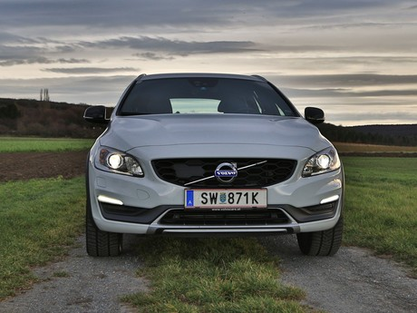 Volvo v60 cross country d4 awd geartronic kinetic testbericht 025
