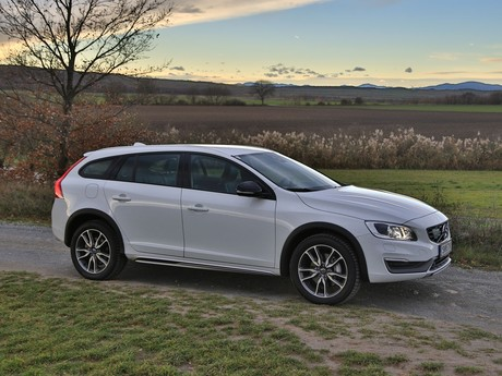 Volvo v60 cross country d4 awd geartronic kinetic testbericht 030