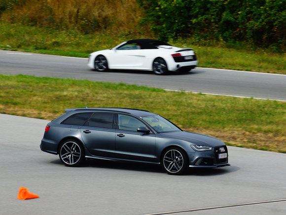 Audi RS6 Avant in Action