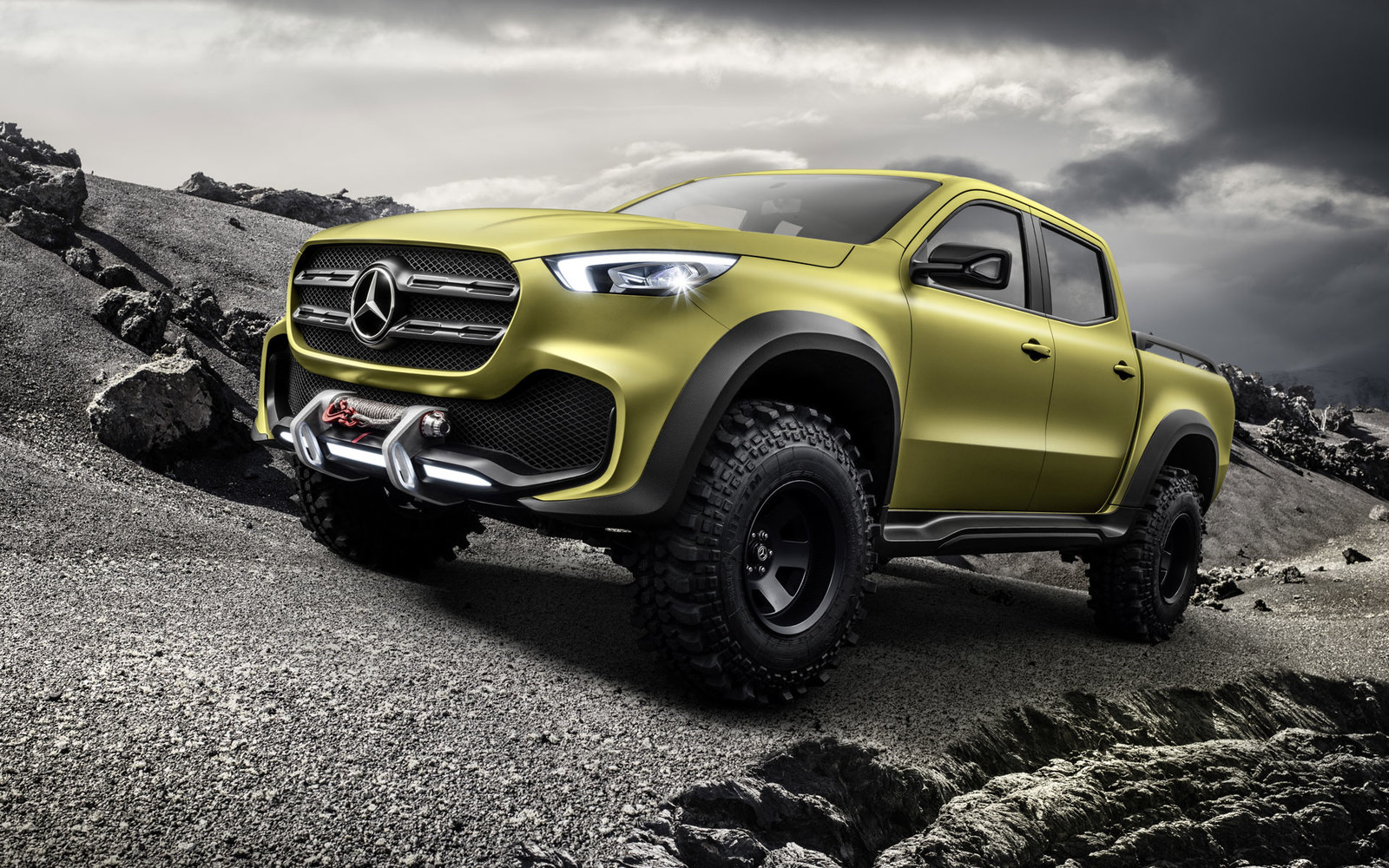 Mercedes X-Class powerful adventurer