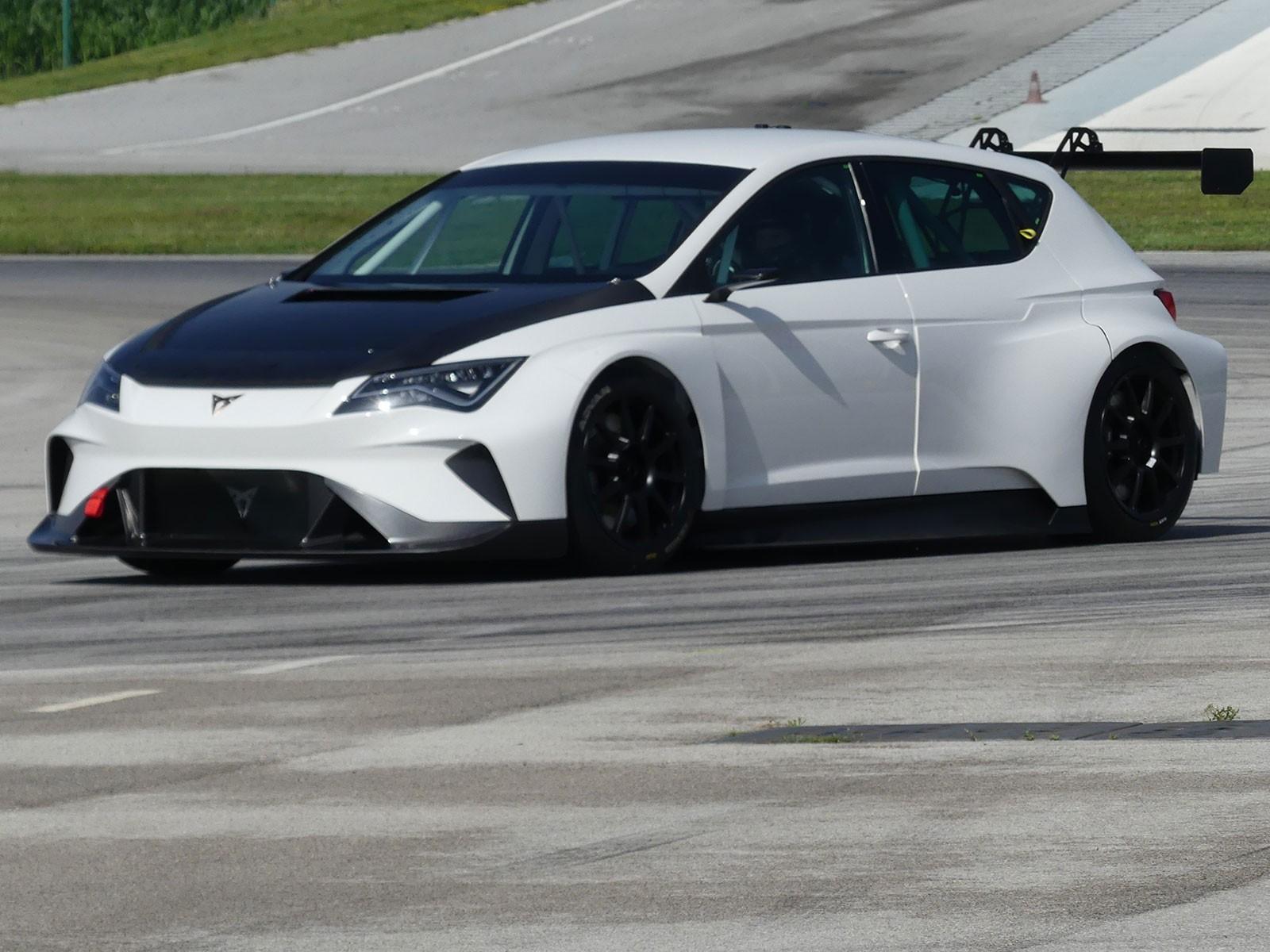 Neuer Cupra e-Racer: Erster Test auf der Rennstrecke ::: auto-motor ...