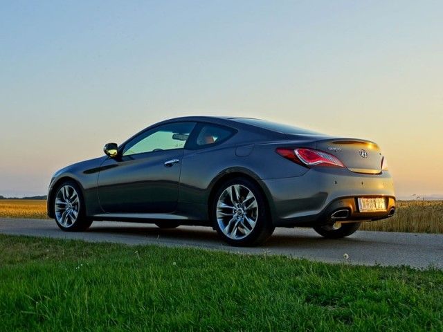 foto hyundai genesis coupe 3 8 v6 at testbericht. Black Bedroom Furniture Sets. Home Design Ideas