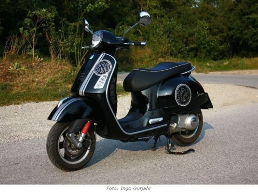 piaggio vespa gts 300 i e super im test auto. Black Bedroom Furniture Sets. Home Design Ideas