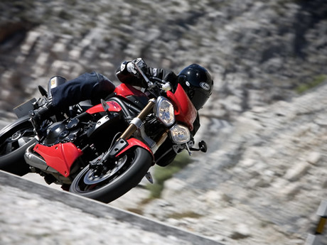 Triumph speed triple 1050 16