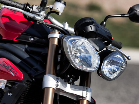 Triumph speed triple 1050 2
